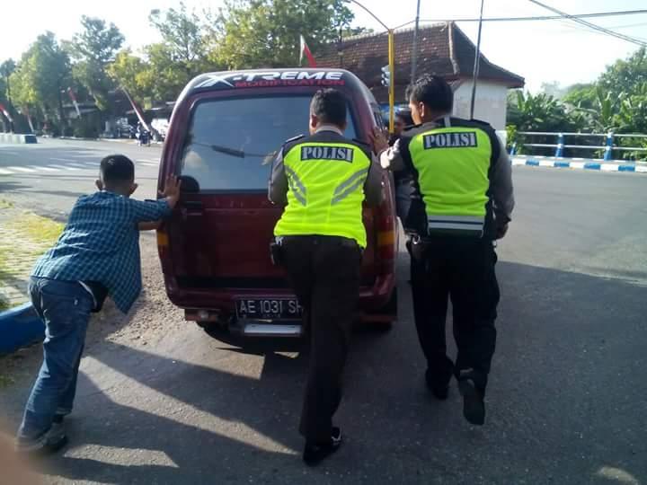Begini Contoh Polisi Baik.. Lanjutkan Pak..!!!