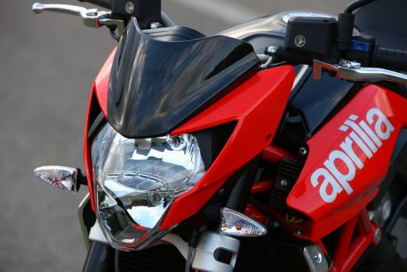2010-aprilia-shiver-750-head-light
