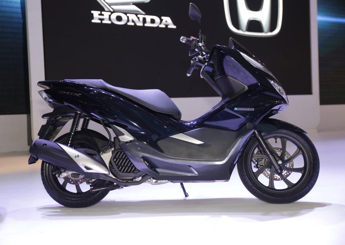 Honda Hadirkan PCX Hybrid. Canggih dengan Riding Mode dan Berbagai Fitur Unggulan. Berikut Harga danSpesifikasinya