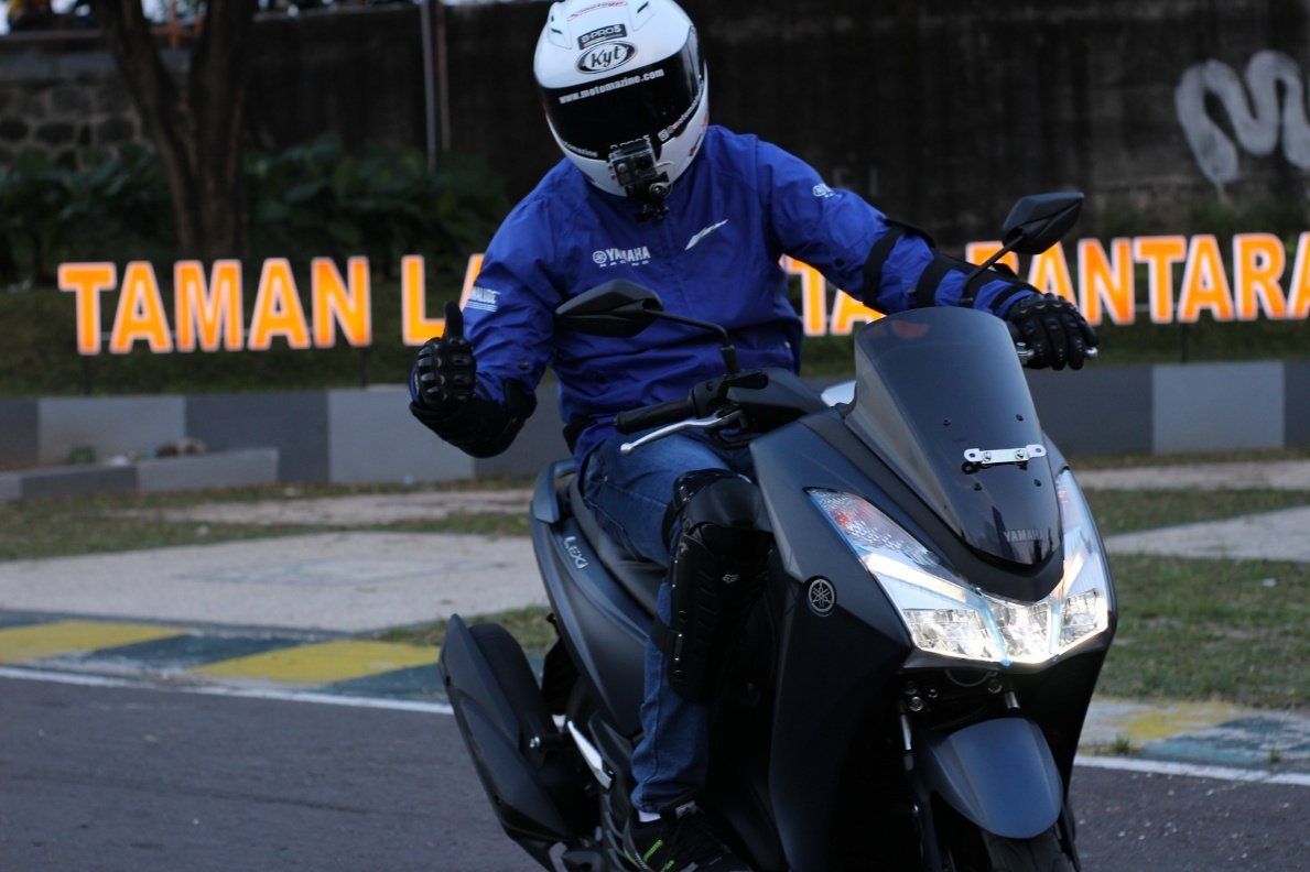 Begini Impresi Nunggang Yamaha LEXI S. Handling JadiKoentji!